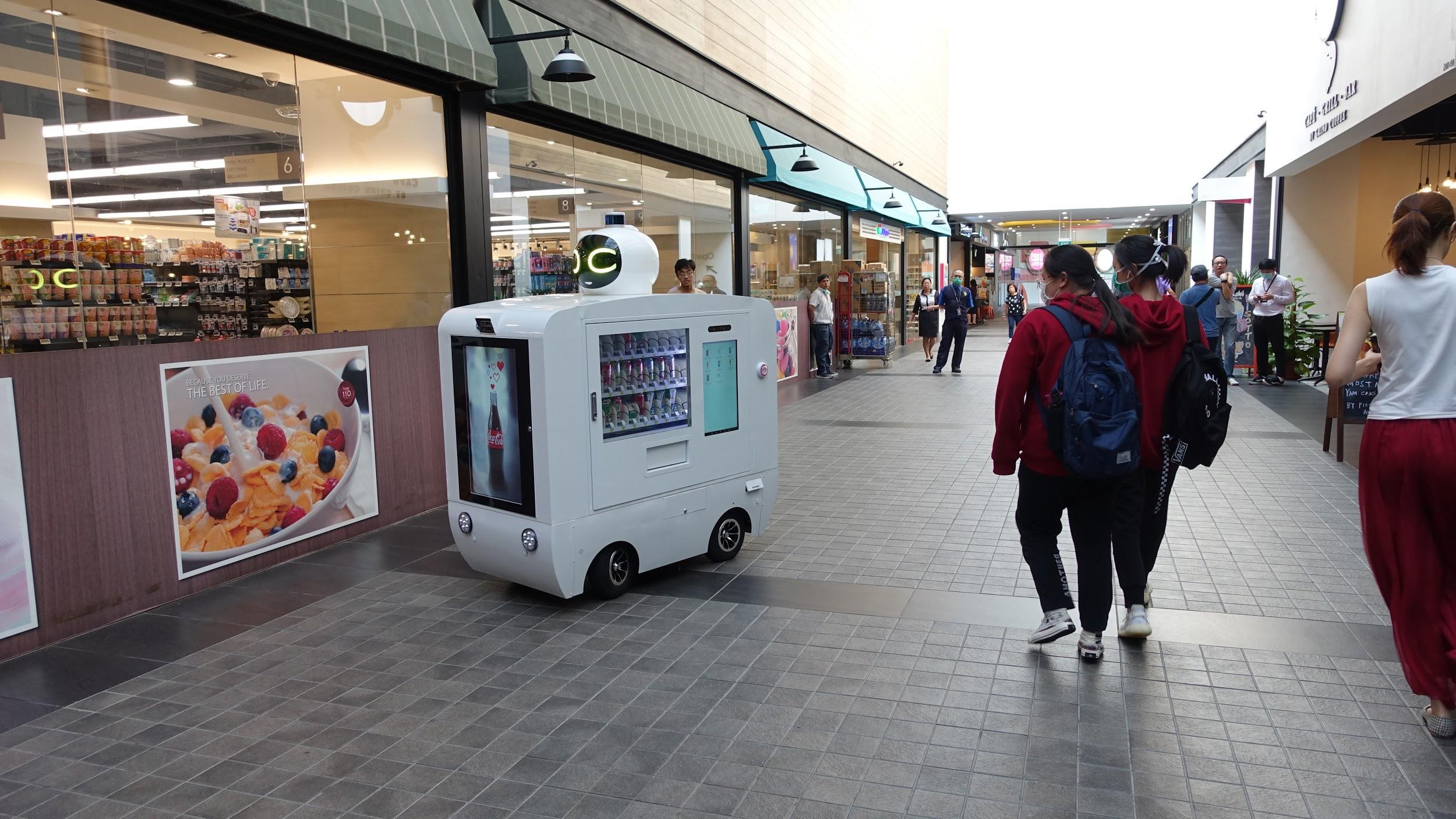 智慧机器人无人车新零售亮相新加坡