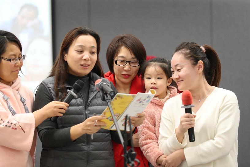 """爱要大声说出来""""安利朗读天使""""志愿者感恩节特别活动"""